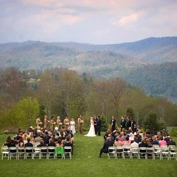 Outdoor Wedding Ceremony at Trillium